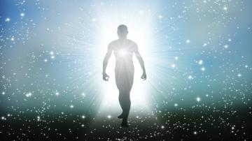 In dem Augenblick, in dem die Person in die Welt des Grabes hinübergeht, beginnt sie mit ihrem seelischen oder geistigen Wahrnehmungssystem, welches die Wellenlängen, die es erreichen, gemäß der auf Erden erworbenen Kapazität empfängt und auswertet.