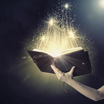 Kur'ân, karanlıkta kalmış beyinlere, ışık tutmaktadır gerçekleri görmeleri için!