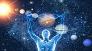 Kişiliğin temel özelliklerini, genetik veriler; bu özelliklerin ortaya çıkış biçimini ise astrolojik etkiler sağlar.